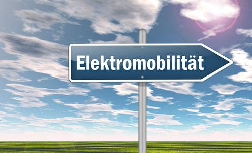 Ein Bild mit einem Pfeil wo Elektromobilität drauf steht